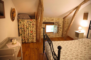 Les Chardonnerets Chambre etage un lit en 140